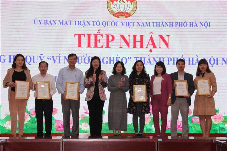 """Ủy ban MTTQ Việt Nam thành phố Hà Nội tiếp nhận ủng hộ Quỹ """"Vì người nghèo"""" thành phố năm 2019"""