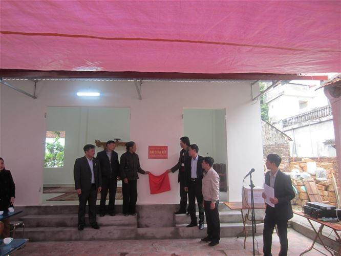 Huyện Quốc Oai tổ chức bàn giao nhà Đại đoàn kết chào mừng Đại hội MTTQ Việt Nam các cấp
