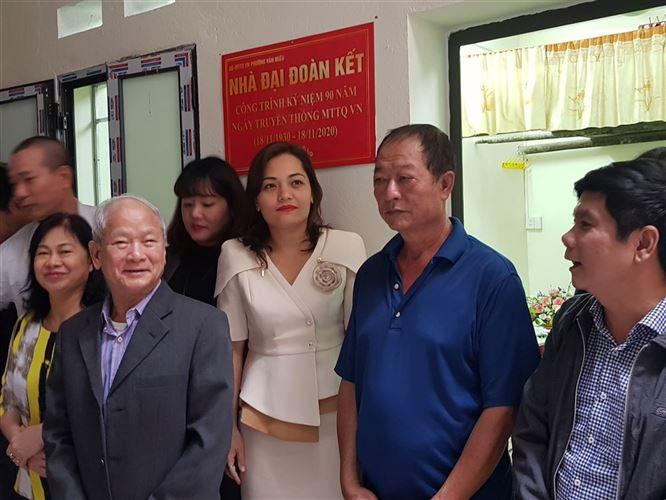 Quận Đống Đa bàn giao nhà đại đoàn kết cho hộ cận nghèo phường Văn Miếu nhân dịp kỷ niệm 90 năm ngày thành lập MTTQ Việt Nam
