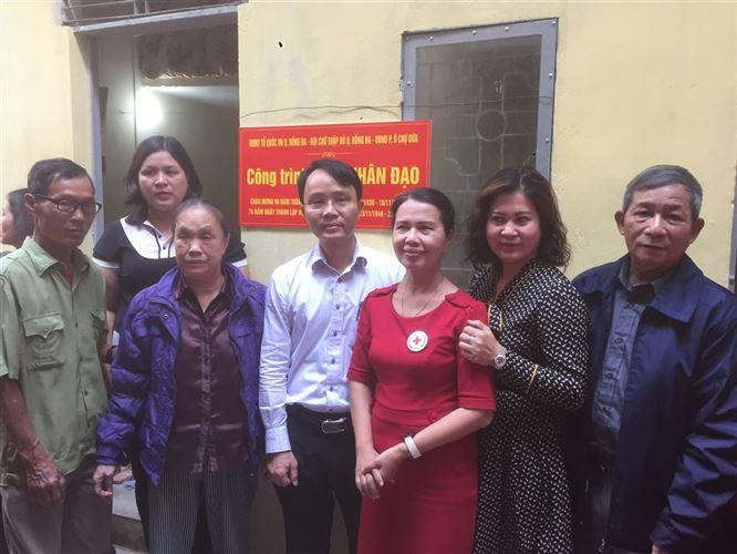 Khánh thành, bàn giao nhà cho hộ khó khăn phường Ô Chợ Dừa, quận Đống Đa nhân dịp kỷ niệm 90 năm ngày thành lập Mặt trận Tổ quốc Việt Nam