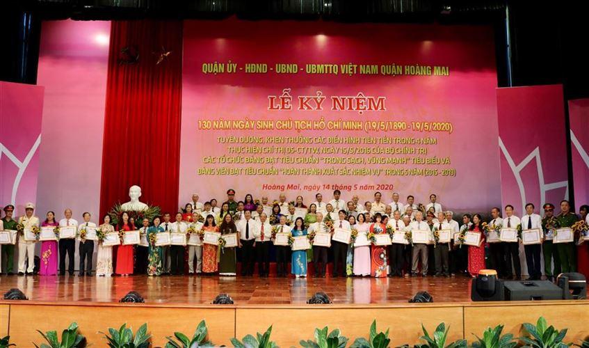 Quận Hoàng Mai tuyên dương 61 tập thể, 48 cá nhân có thành tích xuất sắc trong học tập, làm theo Chủ tịch Hồ Chí Minh