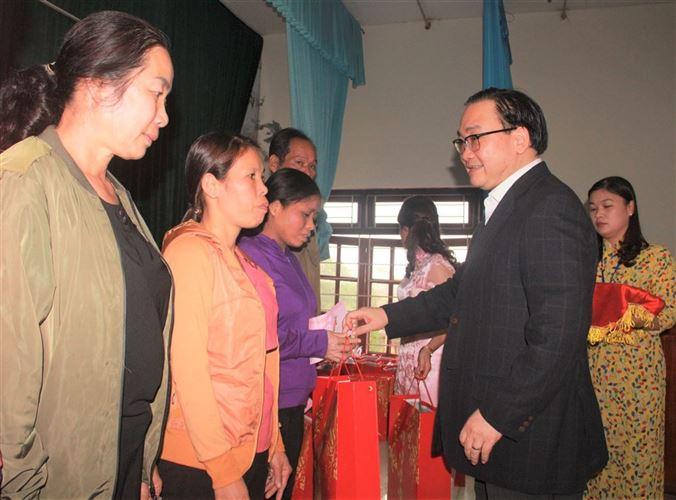 Hà Nội: Chăm lo cho người nghèo là đồng bào dân tộc thiểu số nhân dịp Tết Nguyên đán Canh Tý 2020.