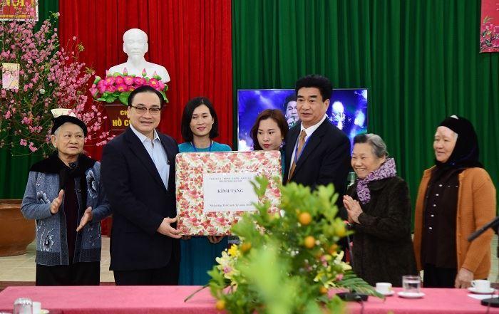 Bí thư Thành ủy thăm, tặng quà Tết tại Trung tâm Nuôi dưỡng và Điều dưỡng người có công số 2 Hà Nội