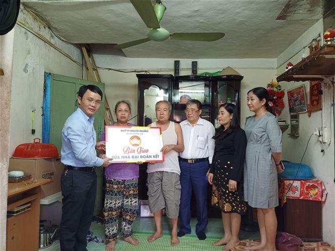 Ủy ban MTTQ Việt Nam quận Đống Đa bàn giao 02 nhà sửa Đại đoàn kết