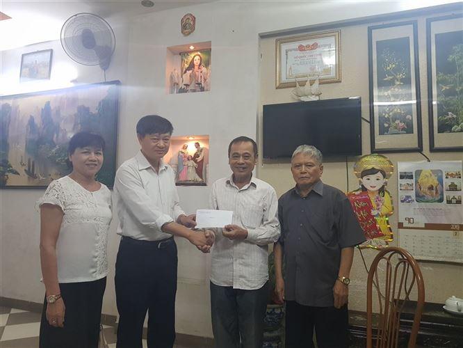 Đống Đa thăm, tặng quà các gia đình chính sách trong đồng bào Công giáo quận nhân dịp kỷ niệm 72 năm ngày Thương binh Liệt sỹ( 27/7/1947-27/72019)