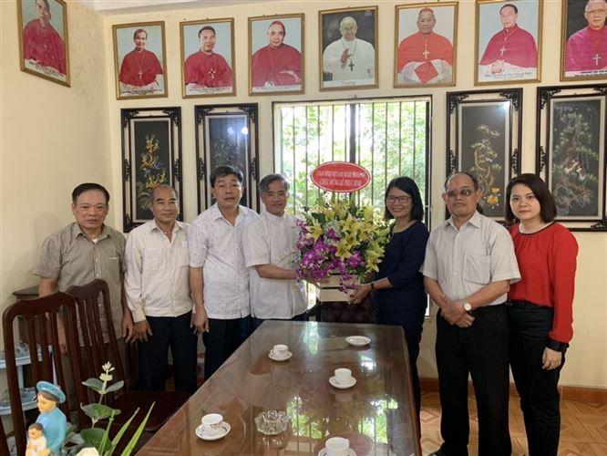 Ủy ban MTTQ Việt Nam TP chúc mừng Lễ Phục sinh