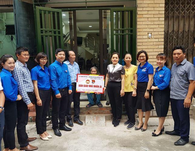 Quận Đống Đa bàn giao nhà nhân ái cho hộ cựu thanh niên xung phong khó khăn nhân dịp kỷ niệm 130 năm ngày sinh Chủ tịch Hồ Chí Minh