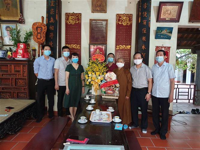 Lãnh đạo quận Đống Đa thăm và tặng quà các Chùa nhân dịp đại lễ Phật Đản năm 2021 (Phật lịch 2565)