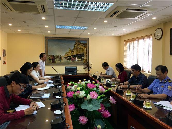 Quận Hoàn Kiếm tổ chức khảo sát các mặt hàng Việt  kinh doanh tại chợ Đồng Xuân