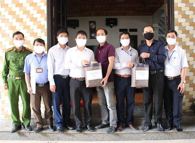 Ủy ban MTTQ Việt Nam huyện Chương Mỹ kiểm tra việc thực hiện giám sát, cách ly tại nơi cư trú trong công tác phòng, chống dịch Covid-19