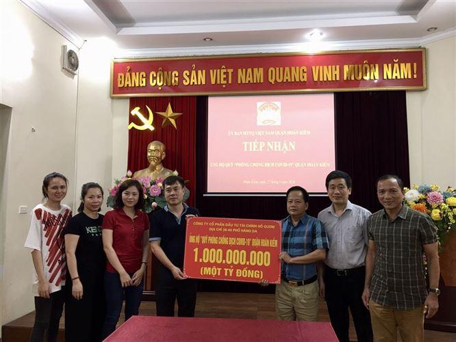Quận Hoàn Kiếm tiếp nhận tiền ủng hộ phòng, chống dịch bệnh Covid-19