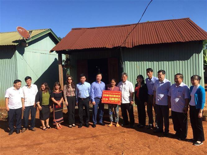 Ủy ban MTTQ Việt Nam TP Hà Nội thăm và trao hỗ trợ nhân dân tỉnh Gia Lai khắc phục hậu quả mưa lũ
