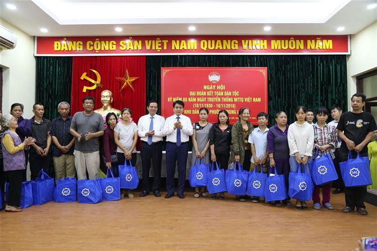 Chủ tịch UBND Thành phố Nguyễn Đức Chung dự Ngày hội Đại đoàn kết toàn dân tộc tại Khu dân cư 3, phường Trung Liệt, Đống Đa