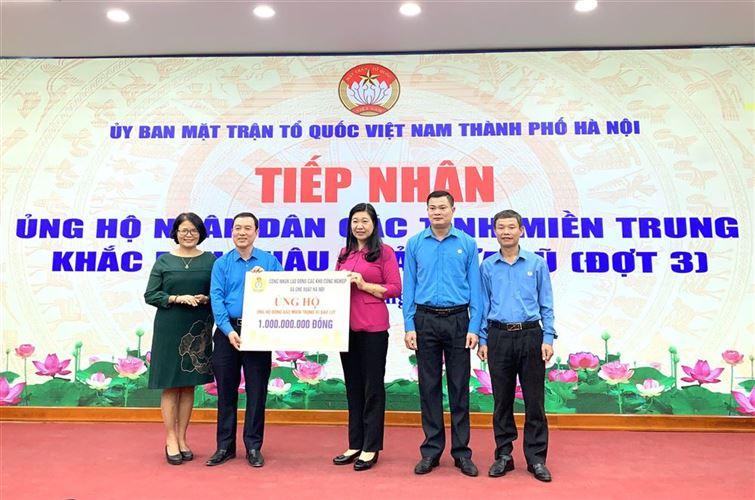 Tiếp nhận hơn 15 tỷ đồng ủng hộ nhân dân các tỉnh miền Trung