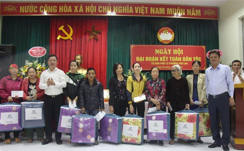 Trưởng ban Tổ chức Thành ủy Hà Nội Vũ Đức Bảo dự Ngày hội Đại đoàn kết toàn dân tộc tại quận Hà Đông