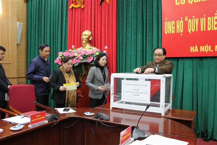 """Thành ủy Hà Nội ủng hộ Quỹ """"Vì Biển đảo Việt Nam"""" năm 2020"""