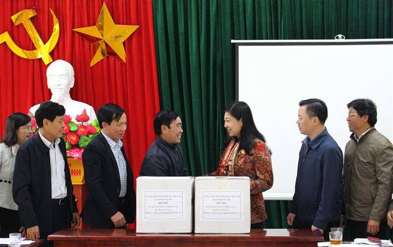 Chủ tịch Ủy ban MTTQ Việt Nam TP Nguyễn Lan Hương kiểm tra công tác phòng, chống dịch bệnh Covid-19 tại quận Nam Từ Liêm và huyện Quốc Oai