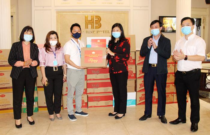 Chủ tịch Ủy ban MTTQ Việt Nam Thành phố động viên các lực lượng làm nhiệm vụ phòng, chống dịch bệnh Covid-19
