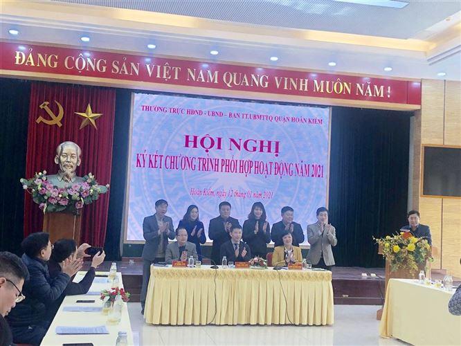 Thường trực HĐND – UBND - Ban Thường trực UBMTTQ quận Hoàn Kiếm tổ chức ký kết chương trình phối hợp hoạt động năm 2021