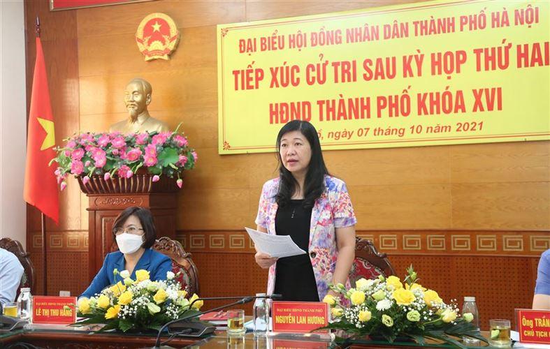 Đại biểu Hội đồng nhân dân thành phố tiếp xúc cử tri tại quận Tây Hồ