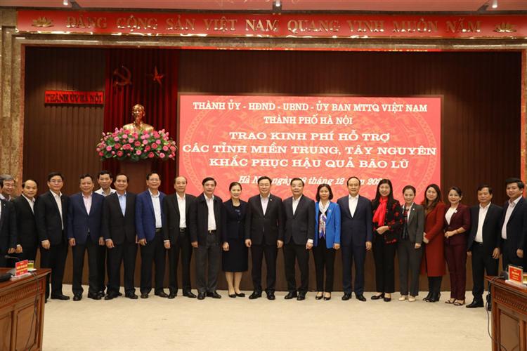 Hà Nội trao 91 tỷ đồng hỗ trợ đồng bào miền Trung, Tây Nguyên khắc phục thiệt hại do mưa lũ
