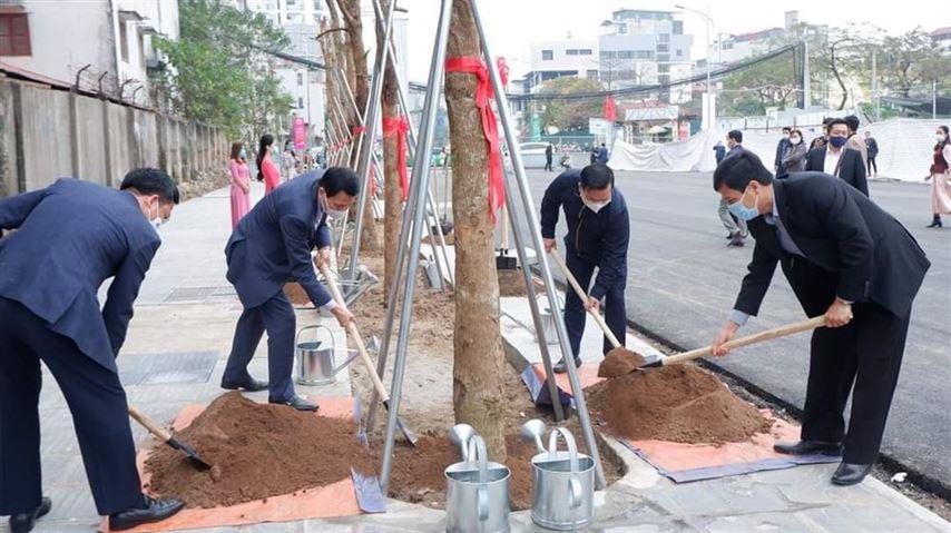 Quận Đống Đa tổ chức lễ phát động Tết trồng cây đời đời nhớ ơn Bác Hồ Xuân Tân Sửu 2021.