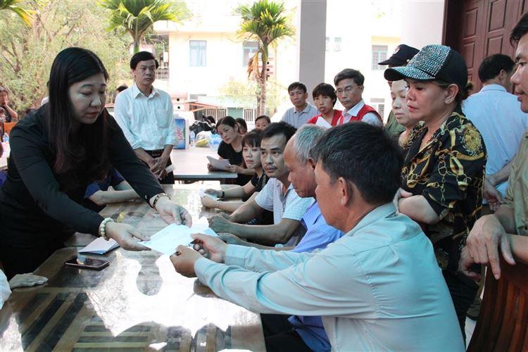 Lãnh đạo Ủy ban MTTQ Việt Nam thành phố Hà Nội Thăm hỏi các gia đình nạn nhân vụ cháy xưởng tại phường Trung Văn, quận Nam Từ Liêm