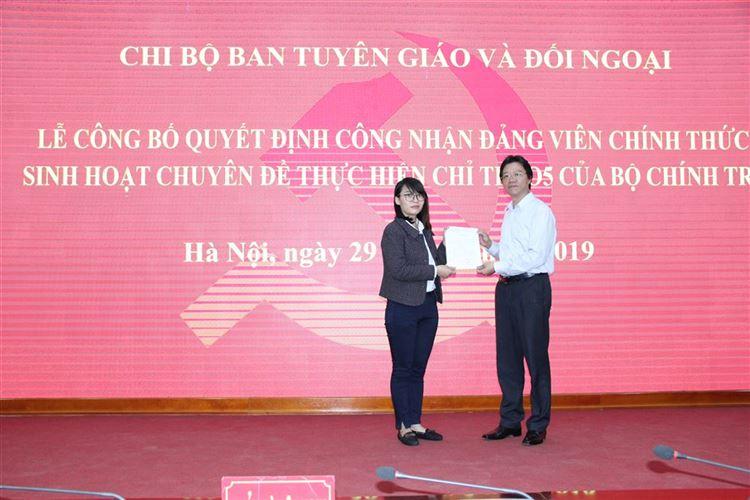 Chi bộ Ban Tuyên giáo và Đối ngoại tổ chức Lễ công bố Quyết định công nhận đảng viên chính thức và sinh hoạt chuyên đề quý I/2019