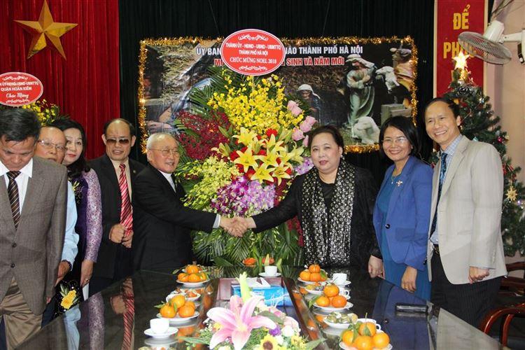 Chủ tịch Hội đồng nhân dân TP Hà Nội Nguyễn Thị Bích Ngọc thăm, chúc mừng Ủy ban Đoàn kết Công giáo Việt Nam TP Hà Nội
