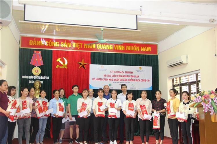 Ủy ban MTTQ Việt Nam thành phố Hà Nội hỗ trợ giáo viên có hoàn cảnh khó khăn do ảnh hưởng của dịch bệnh COVID -19 trên địa bàn Thủ đô