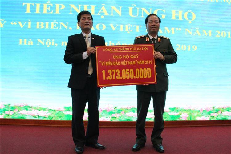 """Công an thành phố ủng hộ Quỹ """"Vì Biển, đảo Việt Nam"""" hơn 1,3 tỷ đồng"""