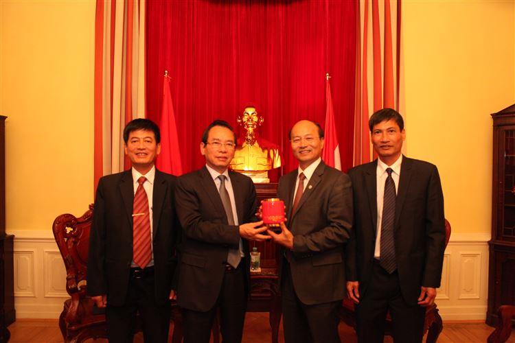 Tăng cường hoạt động đối ngoại nhân dân, để Việt kiều hướng về quê hương, xây dựng đất nước.