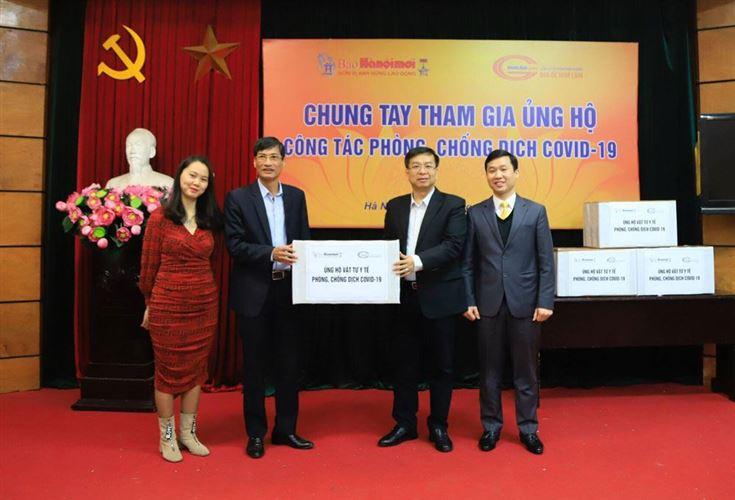 Ủy ban MTTQ Việt Nam TP tiếp nhận 10.000 khẩu trang từ Báo Hànộimới và Công ty cổ phần Kinh doanh địa ốc Him Lam