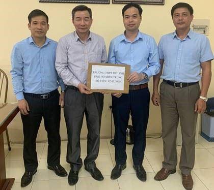 Huyện Mê Linh ủng hộ đồng bào miền Trung bị thiệt hại do mưa lũ gây ra.