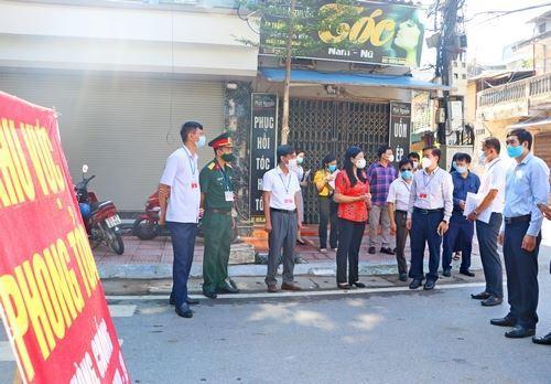 Thành ủy kiểm tra công tác phòng, chống dịch Covid-19 tại thị xã Sơn Tây