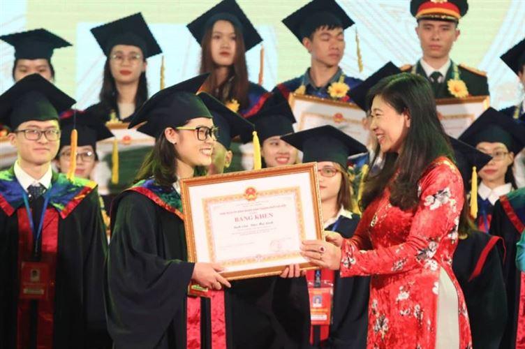 Hà Nội tuyên dương 86 thủ khoa xuất sắc các trường đại học, học viện