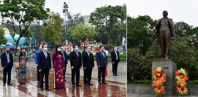 Lãnh đạo thành phố Hà Nội dâng hoa kỷ niệm 150 năm Ngày sinh V.I.Lênin