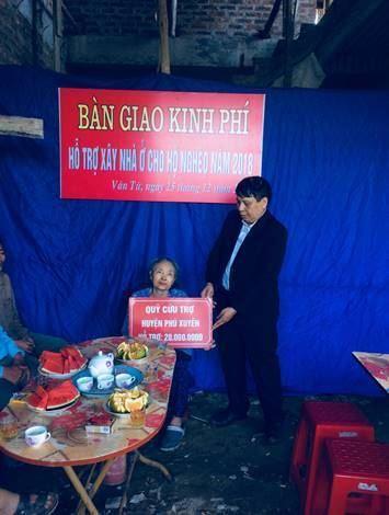 Huyện Phú Xuyên cứu trợ đột xuất xây, sửa nhà ở cho hộ nghèo bị sập đổ do mưa bão tại xã Vân Từ
