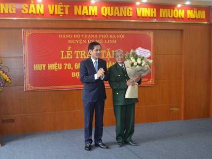 Ủy ban MTTQ Việt Nam huyện Mê Linh phối hợp tổ chức Lễ trao tặng Huy hiệu Đảng đợt 3/2/2019.