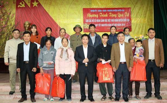 Ủy ban MTTQ Việt Nam huyện Quốc Oai chăm lo Tết cho hộ nghèo, hộ cận nghèo