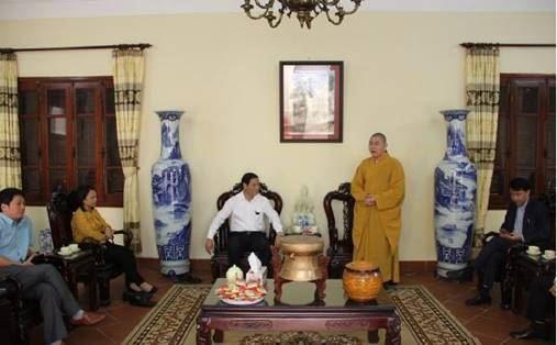 Quận Bắc Từ Liêm thăm chúc Tết các chức sắc, tăng ni Phật giáo trụ trì các chùa trên địa bàn nhân dịp đầu xuân Kỷ Hợi 2019