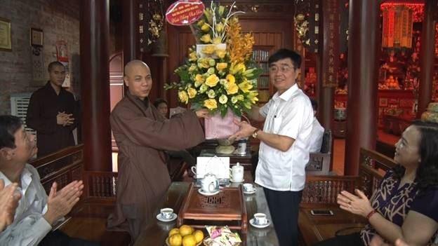 Thăm và tặng quà các chức sắc Phật giáo huyện Hoài Đức nhân dịp lễ Phật đản năm 2019
