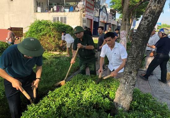 Ủy ban MTTQ Việt Nam quận Long Biên phối hợp ra quân đợt cao điểm phòng chống dịch bệnh năm 2019