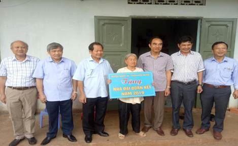 Huyện Thanh Trì hỗ trợ sửa chữa, bàn giao nhà Văn hóa và 2 nhà Đại đoàn kết tại xã Đông Thanh, huyện Lâm Hà, tỉnh Lâm Đồng