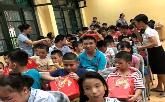 Huyện Thanh Trì Tặng quà trẻ em khuyết tật  nhân dịp Tết Trung thu