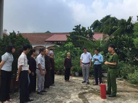 Ủy ban MTTQ Việt Nam Sơn Tây giám sát công tác phòng cháy chữa cháy tại một số nhà trường, cơ sở tôn giáo, tín ngưỡng được xếp hạng di tích trên địa bàn thị xã.