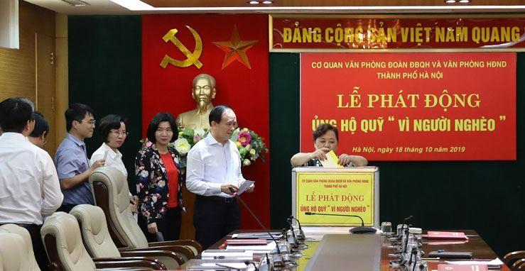 """Cơ quan Văn phòng Đoàn đại biểu Quốc hội và HĐND TP Hà Nội ủng hộ Quỹ """"Vì người nghèo"""""""