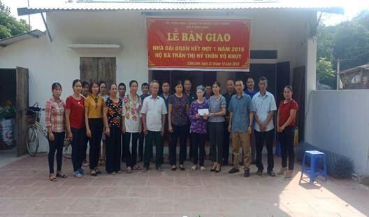 Huyện Ba Vì bàn giao nhà Đại đoàn kết cho hộ nghèo