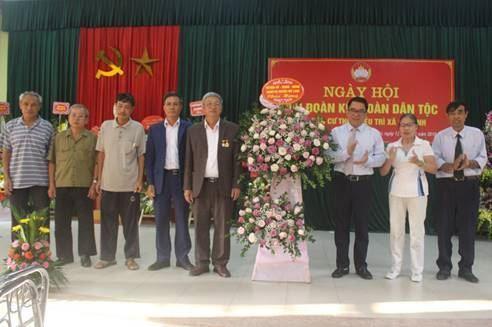 Các đồng chí lãnh đạo huyện Mê Linh dự Ngày hội Đại đoàn kết toàn dân tộc tại các thôn, làng, tổ dân phố trên địa huyện năm 2019.