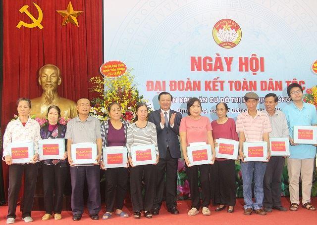 Bộ trưởng Bộ Tài chính dự Ngày hội Đại đoàn kết tại phường Định Công